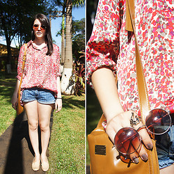 Ana Pádua - Hit Shirt, Santa Lolla Shoes, Urban Outfitters Sunglasses, Hering Bag - Days of summer