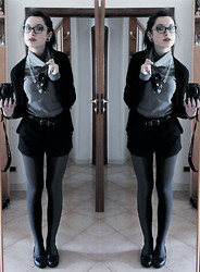 Ludovica C. - Zara Shorts, Secondhand Stockings (I Don't Remember Where I Bought 'Em), Diy Necklace ♥ - School outifit!