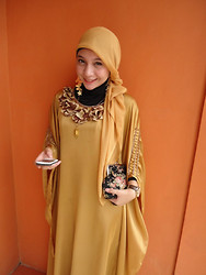 Cut Radhiah Swadia - Jilbab Paris, Gold Dress, Forever 21 Butterfly Earing, Pinto Aceh Neckklace - Like a Gold