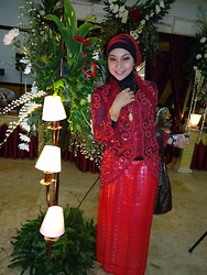Cut Radhiah Swadia - Red Kebaya, Red And Black Hijab, Pinto Aceh Necklace, Pinto Aceh Bracelet, Red Songket - Red kebaya
