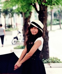 Prinny Ngọc - Louis Vuitton Black Umbrella, Handmade B&W Lace Hat, A Gift Black Swan Dress, Cotton On White Shirt - Dress up but no make up