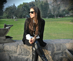 Flavia B. - Vintage Leather Leggings - A girl can't read that sort of thing without her lipstick.