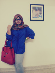 Iyza Ariff - Online Paisley Scarf, 22 June Electric Blue Poncho, Thrift Red Tote Bag, Green Bracelet, Thrift Faded Jeans - Monday blues?