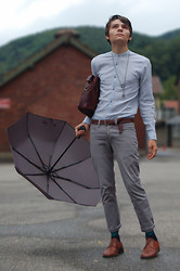 Samuel S. - Burlington, Parapluie Gris, Leather Bag Found @ Florence, Schüsselkind, Nipple Trough Shirt (Oops) - Oben + Grau.