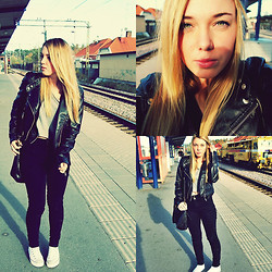 Alicia S - Topshop Jeans, H&M Shirt - Railroad tracks
