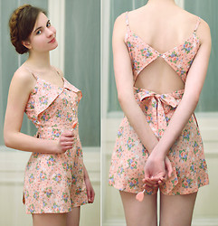 Ariadna M. - Asos Floral Playsuit - I'm in the mood for love
