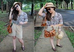 Larissa Cidral - Bazar Mocassim Brown Wood, Brown Bag, Summer Hat - Safari