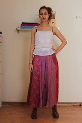 Keren O. - Zara White Tank Top, Secondhand Skirt, Pull & Bear Boots, Secondhand Bangles, Michal Negrin Ring - Skyscraper Free