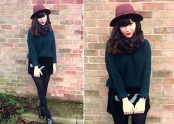Sarah B - Cable Knit Jumper, Black Velvet Shorts - Green Velvet Leo