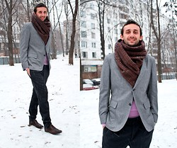"Igor_brighttoflight Kyky - Zegna Jacket, Zara Scarf, Gucci Shoes - The exhibition Henry Leutwyler ""Neverland lost"""