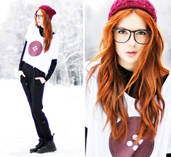 Ebba Zingmark - I Wish This Was A Vintage Collection Tee, E&E Glasses, Mango Pants, Romwe Docs - GIVEAWAY+ I Wish This Was a Vintage Collection #3 The Button