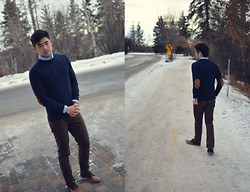 Kurtis Young - H&M Sweater, Uniqlo Oxford Shirt, Levi's® Jeans, Fred Perry Oxford Shoes - Oxford Comma