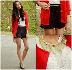 Kristine G - Girlshoppe Sparkly Shorts, Girlshoppe Gold Collar Necklace, United Colors Of Benetton White Cropped Jumper, People Are Black Snakeskin Pumps, Gilrshoppe Stag Ring - Happy Christmas Lookbook!