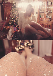 Moustachic ♡ - American Apparel 3d Flower Sweater, Moustachic Diy Glitter Tights - VERYYY MERRY XMAS from MOUSTACHIC!