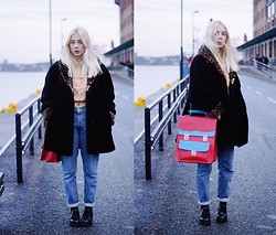 Lovisa R - Secondhand Bag, Secondhand Shoes, Levi's® Jeans, Secondhand Fur Coat, Weekday Shirt - Carousels twirl all around exited youth