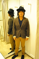 Alex Heussaff - Zara Hat, Zara Shirt, Zara Herringbone Blazer, Zara Pants, Vans Authentic - The Apprentice