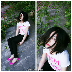 Marguerite Mengjie CHEN - Diy Moon Tee, +J Black Pants - Pink Moon