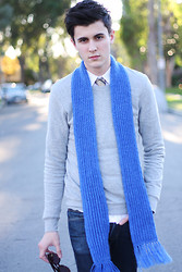 Steven Walden - Handmade Scarf, Burberry Tie, H&M Pullover, H&M Shirt, Levi's® Jeans, Persol Roadsters - Christmas 2011