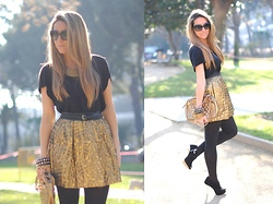 Mónica Sors - Sfera Skirt, H&M T Shirt, Primark Necklace, Vintage Bag, Blanco Booties - New Year's Eve look...