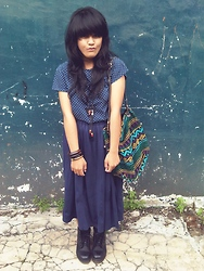 Deliuxie - Docmart Boot, Aw Store Bleu Longskirt, Tribal Bag, Bleu Polka Top - Goodbye december , goodbye 2011 . May you rest in peace :D