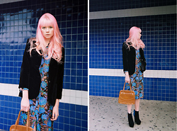 SAM ADAMS - Nbd Vintage Black Velvet Blazer, Nbd Vintage Blue Floral Dress, Stylist's Own Tan Leather Purse, Stylist's Own Black&Blue Heels - Where We Go ♥