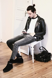 Dustin H. - Vintage Leather Jacket, American Apparel Sweater, Zara Jeans, Givenchy Shoes, Alexander Wang Bag - Busy