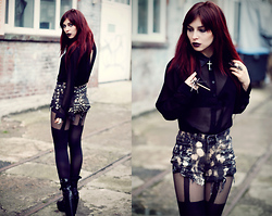 Masha Sedgwick - Primark Tights, Shorts, Gina Tricot Blouse, Ring - MY HEART IS JUST TOO DARK TO CARE.