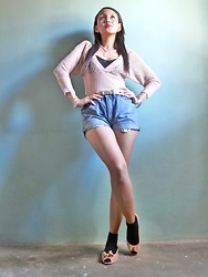 Francia Lailanie Boayes - Cinderella Knitted Top, Levi's® Denim Shorts, Melissa Pink Plastic Shoes Wit Ribbon - Bliss