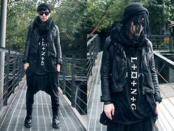 Nick Lai - Asos Black Tiny Beanie, Tastemaker 達新美 Knight Leather, Long Command Vest, Immense Harem, George Cox Creepers - 100112 / LIVE L✥¤✥N✥G