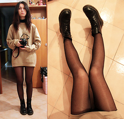 Ludovica C. - Wrangler Daddy's Sweater, Dr. Martens Doc - Stealing clothes from daddy's closet