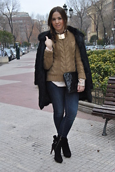 Elena V. - Eci Sweater, H&M Jeans, Cuplé Booties - Braided