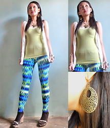 Francia Lailanie Boayes - Kamiseta Huge Earrings, Forever 21 Top, American Apparel Cover Up, Flea Market Neon Printed Leggings, Charles And Keith Wedge - Zoom You Chase The Day Away