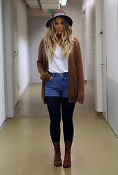 Emmi T - H&M Knit, Stradivarius Boots, Forever 21 Hat - BROWNIE