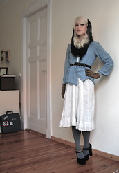 Harrietta Henderson - Vintage 1930s Headscarf, Vintage 1980s Blouse, Vintage 1930s Gloves, Victorian Dress, Primark Shoes - Prenzlauer Berg.
