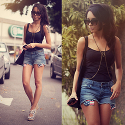 Alana Ruas - Chic Wish Shorts, Schutz Shoes, Alana Ruas Necklace, Renner Sun Glasses - Erase by Beats Antique