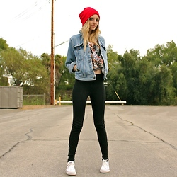Amber Saylor - Levi's® Denim Jacket, H&M Mid Rise Zipper Pant, Insight Tank - Denim Haze.