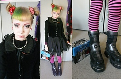 Ilsebelle 薔薇 - New Rock Boots, Brighton When I Was 11 Barbed Wire Necklace, My Mother's Fuzzy Jumper, Quaintrelle Anarchist Leather Collar With Lace Frill, 6% Dokidoki Kakumei Clip/Brooch, My Mother's Velvet Waistcoat, Acdc Rag Dress, Living Dead Dolls Lunch Box, Oxford Market Stripy Socks - Coin operated boy