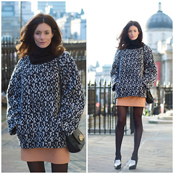 Hedvig ... - Yves Saint Laurent Knitted Jumper, H&M Leather Skirt, Céline Shoes - A great knit