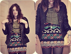 Jo (lespoirdemavie) Fashion blogger. - New Look Faux Fur Quilted Jacket, Ark Olive Oversized Top, Yayer Ancient/Tribal Print Skirt - Winter waves and Ancient prints.