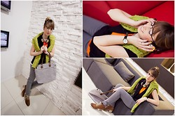 Zuzanna Prusińska - United Colors Of Benetton Headphones, United Colors Of Benetton Sweater, United Colors Of Benetton Blouse, United Colors Of Benetton Bag, United Colors Of Benetton Trousers, Unisono Vest, Veneziana Shoes - Just relax