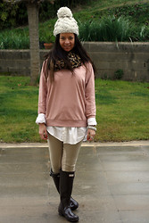 Fasionable Room By Maria - Forever 21 Pull, Green Coast Leggings, Hunter Boots - For gray days...colorful look