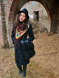 Roberta Ficutz - H&M Cap, Mango Leather Gloves, Vintage Shop Fur Bag, Black Coat, Vintage Shop Scarf - Another look on the wall