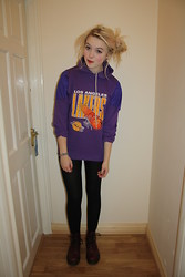 Layna Myhra - Beyond Retro La Lakers Hoodie, Dr. Martens Cherry Doc, Leggings - Lakers
