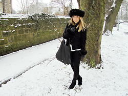 Lucy L - Norko Ear Warmer, Norko Gloves, Mulberry Evelina Hobo, Topshop Leigh Jeans, Asos Aggie Boots - Snow day