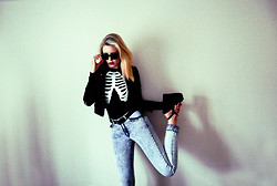 Anastasia - - Topshop Skeleton Shirt, River Island Wedges, Leather Jacket, Ray Ban Raybans - Squelette