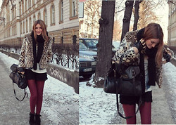 Sofia Grau - Express Leopard Jacket, Mulberry Alexa Bag, Zara Lace Shorts, Gina Tricot Burgundy Tights, Dune Boots, Karl By Lagerfeld Gloves - Snow Leopard