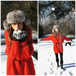 Clara Richet - Zara Red Whool Dress, Vintage Chapka - Oh! It's snowing today!
