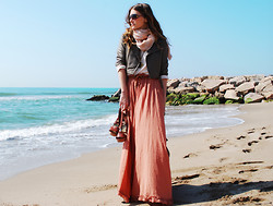Mireia MDS - Chloé Sandals, H&M Maxi Skirt, Cos Scarf, Asos Leather Jacket - THE BEACH
