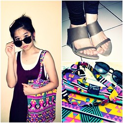 Miiniidewii Iiwediiniim - Gogirl! Summer Fun Sunglasses, Cottoncandy Shop Maroon Long Tanktop Basic, Gogirl! Native Bag, Wedges - Gogirl !