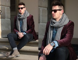 Sven B - H&M Jacket, Zara Pants, H&M Scarf, Fossil Watch - Purple is the new black
